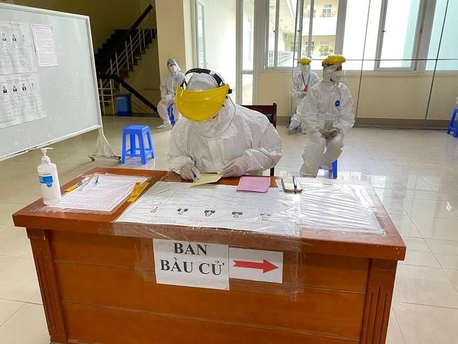 Bầu cử tại 2 bệnh viện Trung ương bị phong tỏa vì Covid-19 diễn ra như thế nào? ảnh 3