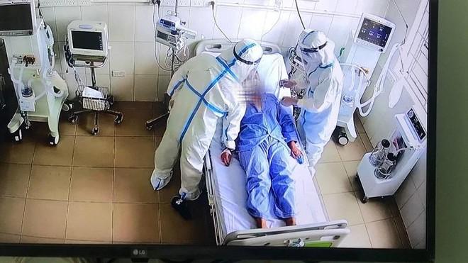 Trung tâm Hồi sức tích cực lớn nhất miền Bắc tiếp nhận 6 bệnh nhân Covid-19 nặng đầu tiên ảnh 1