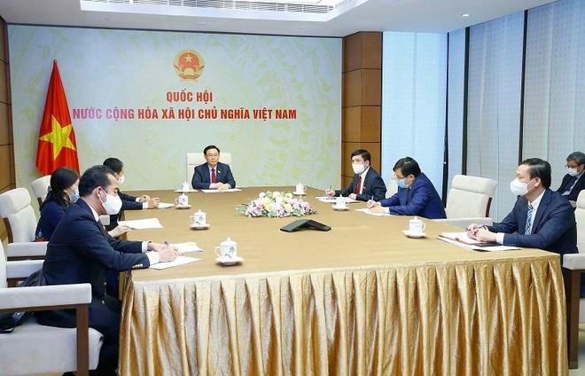 Nga xem xét chuyển giao công nghệ sản xuất vaccine Sputnik V phòng Covid-19 tại Việt Nam ảnh 1