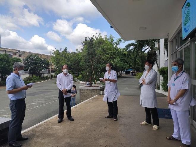 Hầu hết nhân viên dương tính Covid-19 ở Bệnh viện Nhiệt đới TP.HCM không có triệu chứng ảnh 1