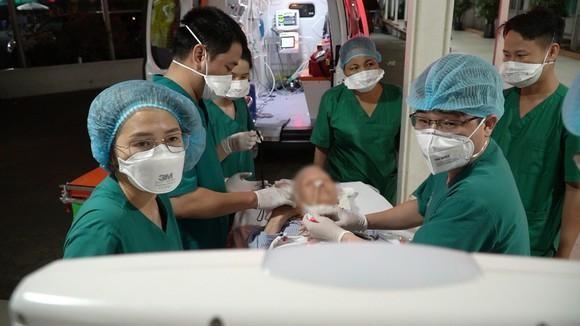 Việt Nam tiếp nhận điều trị thành công nhân viên Liên hợp quốc mắc Covid-19 diễn biến nặng ảnh 1