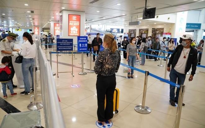 Phát hiện một bệnh nhân Covid-19 đi chuyến bay Bamboo Airways từ TP.HCM về Nội Bài ảnh 1