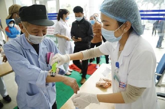 Trì hoãn đến bệnh viện vì sợ Covid-19, nhiều bệnh nhân cao tuổi biến chứng nguy kịch ảnh 1