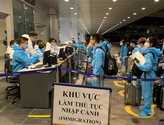"""Mới: Việt Nam giảm thời gian cách ly tập trung với người nhập cảnh có """"hộ chiếu vaccine"""" ảnh 1"""