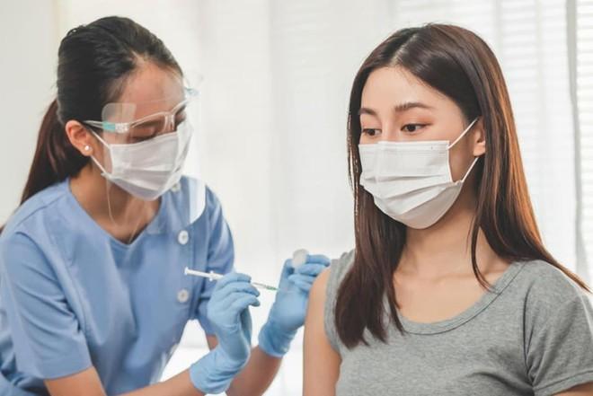 Liệu đến 15-9 Hà Nội có hoàn thành tiêm mũi 1 vaccine Covid-19 cho toàn bộ người trên 18 tuổi? ảnh 1