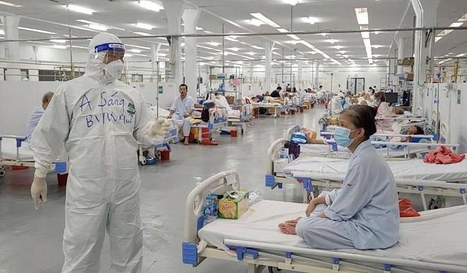 Số mắc Covid-19 cả nước giảm ngày thứ ba liên tiếp, TP.HCM giảm tải cho nhân viên y tế ảnh 1