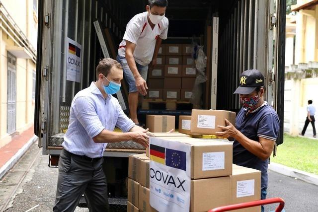 Hơn 852.000 liều vaccine AstraZeneca của Đức tài trợ đã về đến Hà Nội ảnh 1