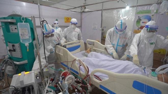 Số bệnh nhân tử vong do Covid-19 tại Việt Nam vượt mốc 18.000 ảnh 1