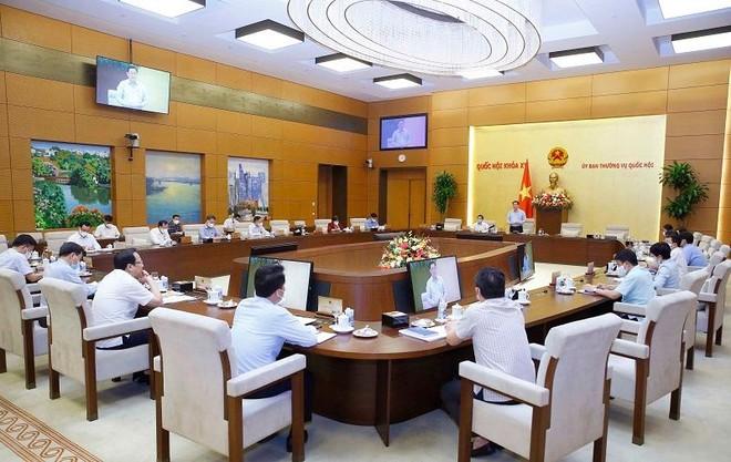Uỷ ban Thường vụ Quốc hội họp bất thường, thống nhất trích 30.000 tỷ đồng hỗ trợ người lao động ảnh 1