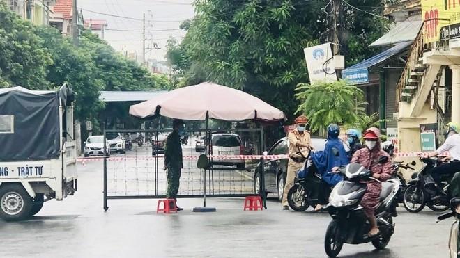 Nóng: Hà Nam ghi nhận 66 ca Covid-19 mới trong ngày 25-9, khẩn cấp lập bệnh viện dã chiến ảnh 1