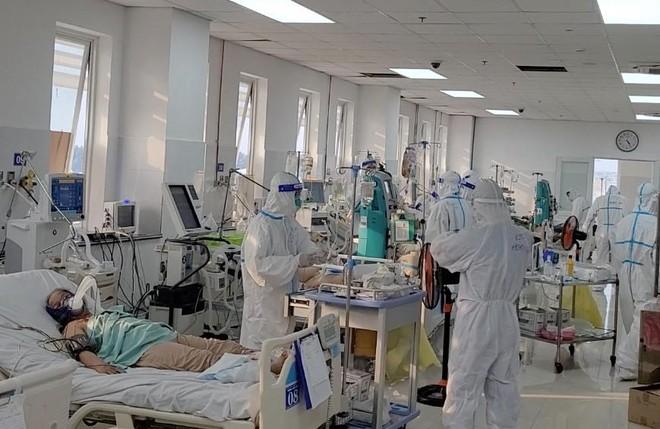 Ngày 9-10, thêm 4.513 ca Covid-19 mới, TP. HCM sắp ngừng các bệnh viện dã chiến ảnh 1