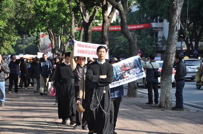 Các giáo sỹ Thái Hà kích động, gây rối trật tự công cộng ảnh 1