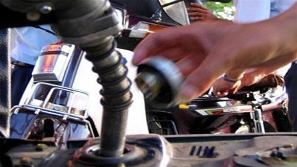 Giá xăng dầu giảm thêm 600 đồng/lít ảnh 1