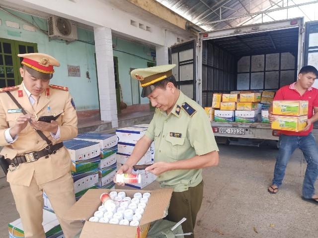 """Ngăn chặn 12.300 sản phẩm thuốc bảo vệ thực vật nhập lậu đang """"trên đường"""" về Hà Nội ảnh 1"""