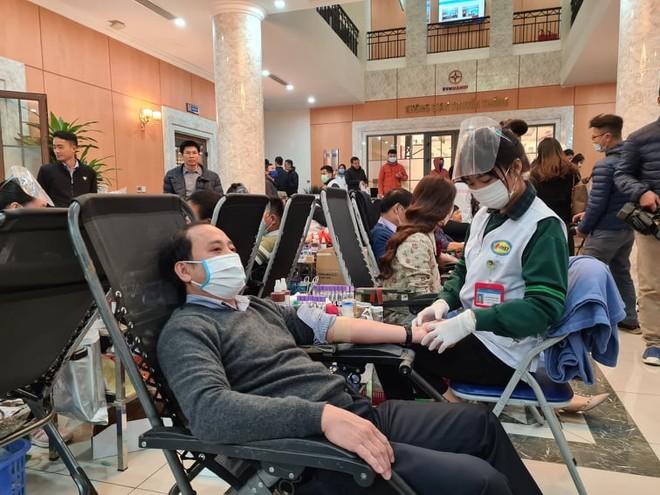 Nghệ sĩ Xuân Bắc cùng hơn 1.000 cán bộ EVNHANOI tham gia hiến máu ảnh 1