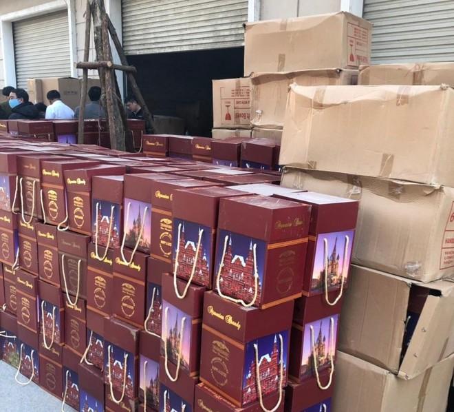 Phát hiện, xử lý vụ sang chiết rượu lớn tại Hà Nội ảnh 1