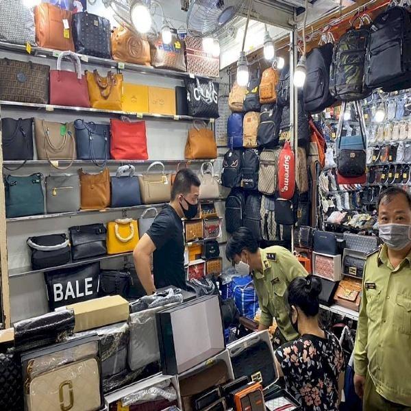 Tổng cục Quản lý thị trường lên tiếng về thông tin hàng giả, hàng nhái tại chợ Đồng Xuân, chợ Bến Thành ảnh 1
