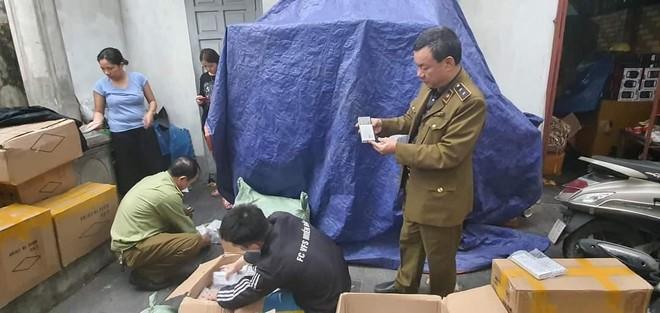 """Bắt hàng nghìn sản phẩm pin dự phòng Samsung """"rởm"""" ảnh 1"""