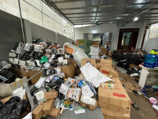 Hà Nội: Lật tẩy kho hàng tiêu dùng nhập lậu, giả hàng hiệu, chốt hơn 3.000 đơn/ ngày ảnh 1
