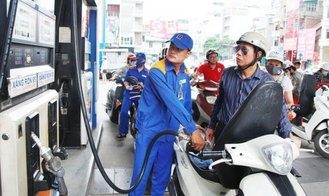 Giá xăng giảm sau 5 tháng tăng liên tục ảnh 1