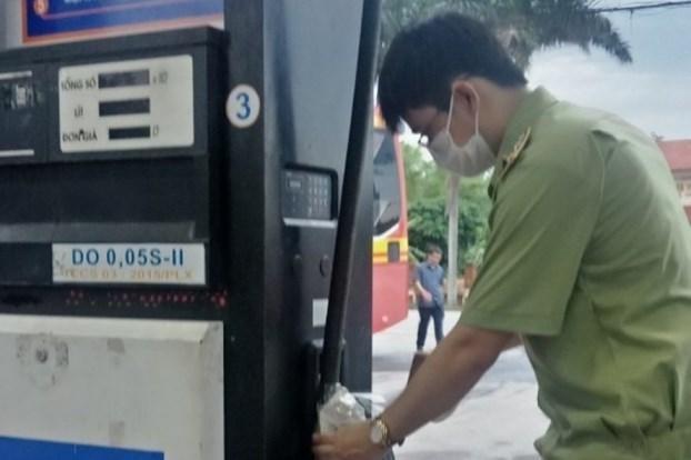 """Cửa hàng Petrolimex bán dầu có lẫn nước: """"Lỗi chủ quan của nhân viên bán hàng"""" ảnh 1"""