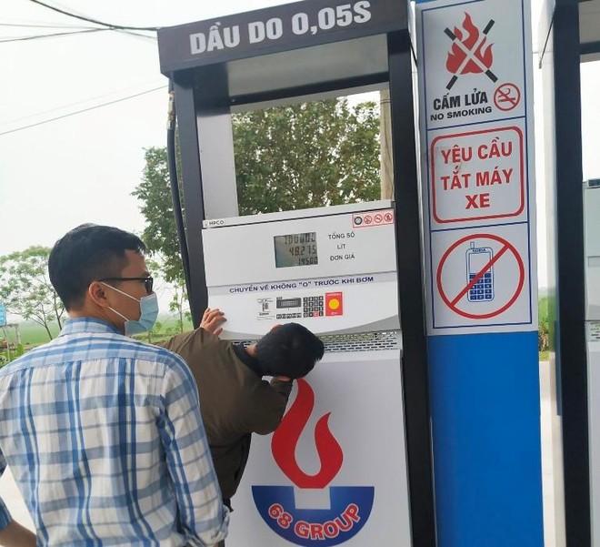Liên tiếp phát hiện cửa hàng bán xăng dầu không đảm bảo chất lượng ảnh 1