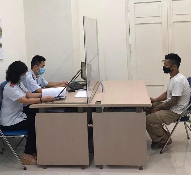 Hà Nội: Hàng loạt Facebooker bị xử phạt vì đăng tin sai về dịch Covid-19 ảnh 1