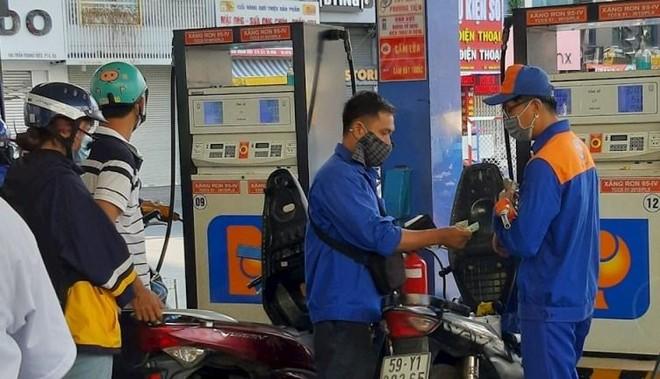 Giá xăng dầu có thể tăng tiếp vào ngày mai ảnh 1