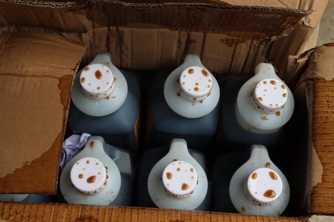 Hà Nội: Tạm giữ hàng tấn nguyên liệu để làm trà sữa Royal Tea, Gongcha... ảnh 2