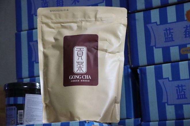 Hà Nội: Tạm giữ hàng tấn nguyên liệu để làm trà sữa Royal Tea, Gongcha... ảnh 1
