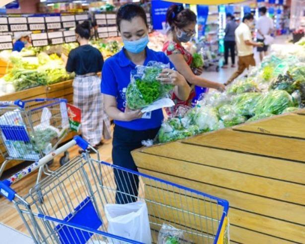 """TP HCM: Người dân """"vét hàng"""" siêu thị rồi mang ra vỉa hè bán lại ảnh 1"""
