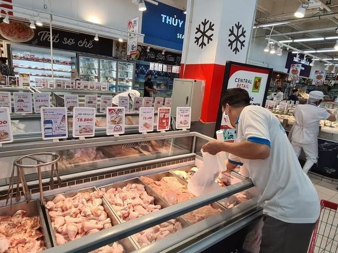 Hà Nội: Chợ dân sinh vắng vẻ, siêu thị nhộn nhịp ngày đầu tuần ảnh 1