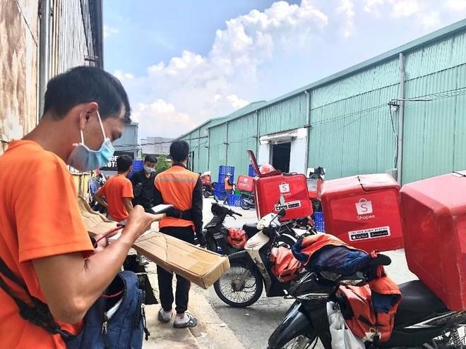 Lo shipper đồng loạt tắt app, ngừng giao hàng, VECOM kiến nghị tăng tốc tiêm vaccine cho đội ngũ này ảnh 1
