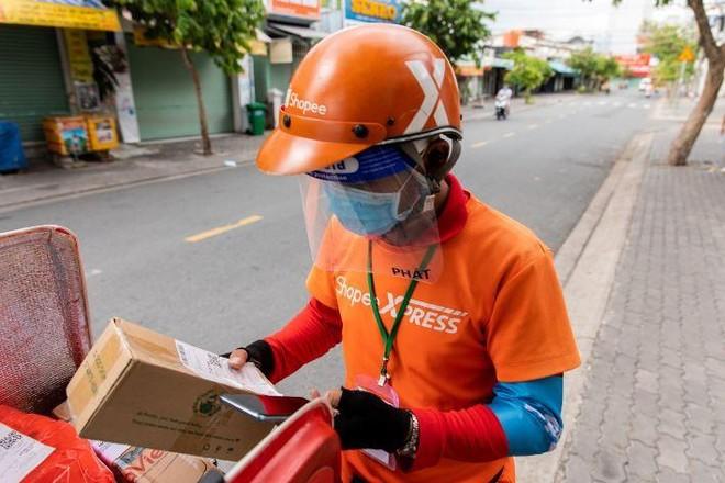 Hà Nội: Người dân đặt thực phẩm online thay vì đi chợ ảnh 1