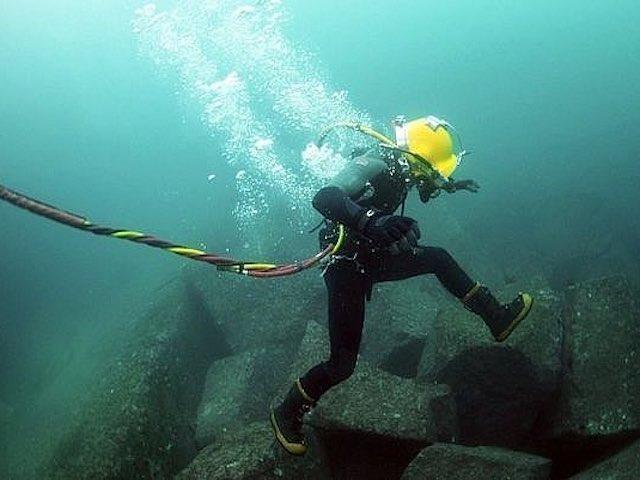 Xác định được lỗi và thời gian khắc phục cáp quang biển AAE-1 ảnh 1