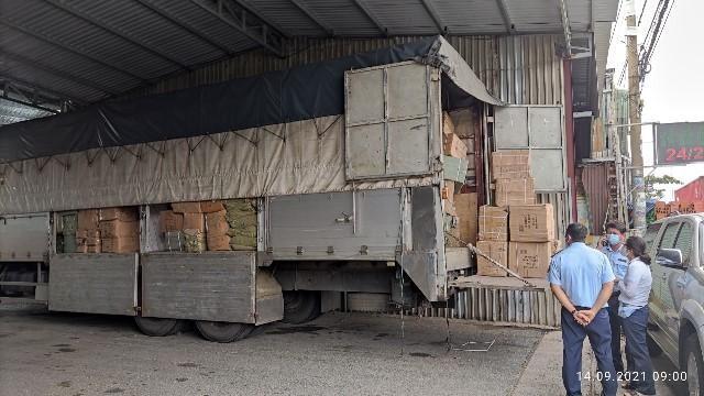TP HCM: Xe tải biển số miền Bắc bị phát hiện chở hàng nghìn chiếc tông- đơ cắt tóc nghi hàng lậu ảnh 1
