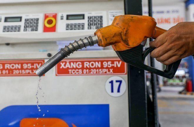 Giá xăng tăng gần 600 đồng/lít, xăng RON95 gần 22.000 đồng/lít ảnh 1