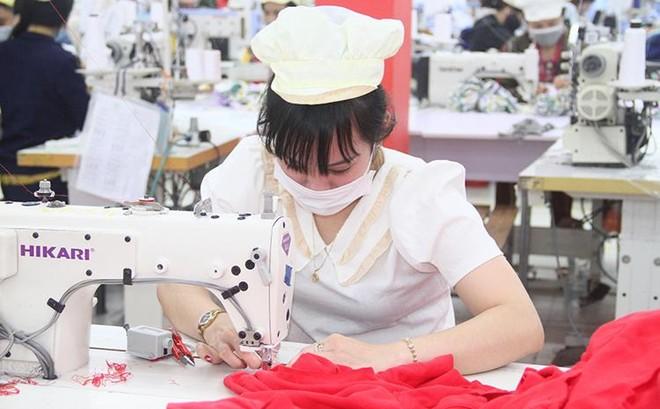 Quý III-2021: Thu nhập người lao động giảm trung bình gần 900 nghìn đồng mỗi tháng ảnh 1