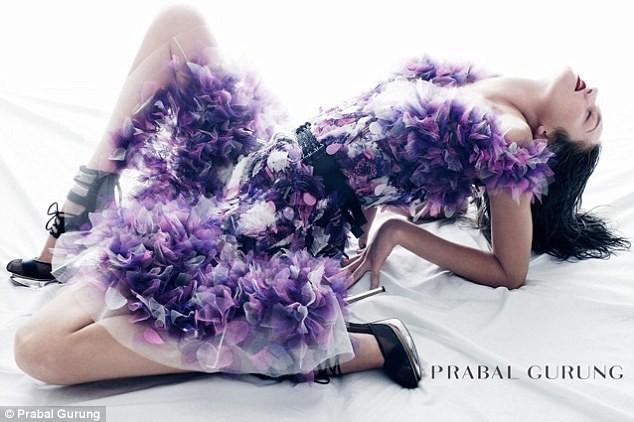 """Candice Swanepoel """"đẹp quằn quại"""" trong chiếc váy tím ảnh 4"""