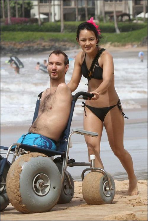Nick Vujicic- chàng trai không tay, không chân đã lấy vợ ảnh 7