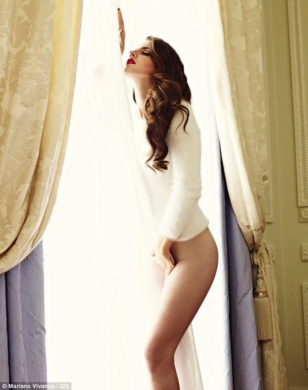 Lana Del Rey thoải mái khi chụp ảnh khỏa thân ảnh 2