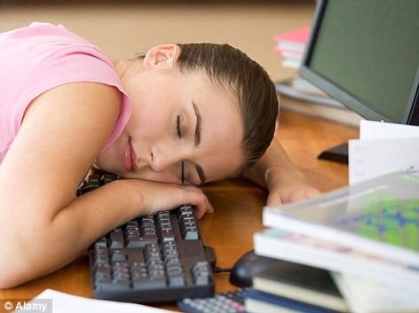 Làm việc hơn 8 giờ một ngày tăng nguy cơ bệnh tim lên đến 80% ảnh 1
