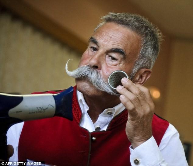Giải vô địch dành cho những bộ râu ria kỳ lạ ảnh 12