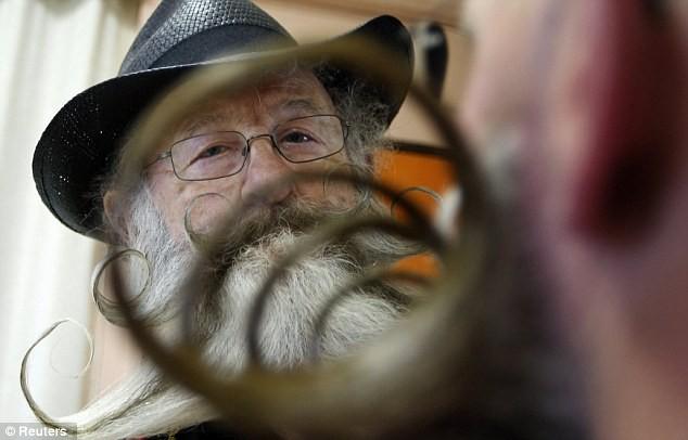 Giải vô địch dành cho những bộ râu ria kỳ lạ ảnh 13