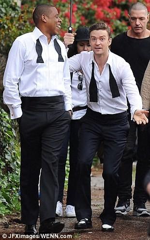 """Justin Timberlake """"vui vẻ"""" che mưa cho ông hoàng nhạc hip-hop Jay-Z ảnh 2"""