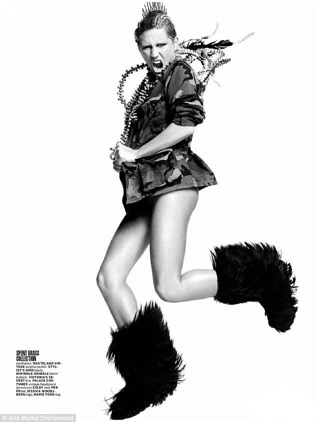"""Nữ ca sĩ Ke$ha """"la hét"""" trên tạp chí ảnh 1"""
