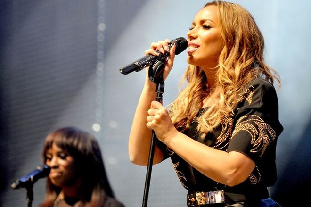 """Leona Lewis kết thúc """"mối lương duyên 6 năm"""" ảnh 1"""