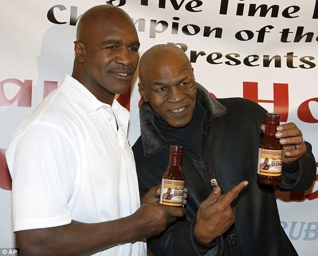 """15 năm sau vụ """"cắn tai"""", Mike Tyson làm lành với Evander Holyfield ảnh 2"""
