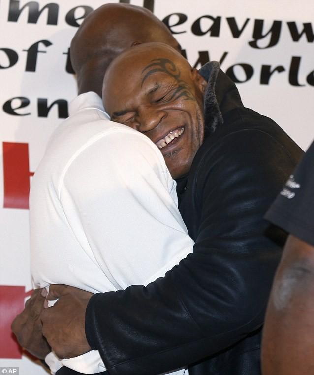 """15 năm sau vụ """"cắn tai"""", Mike Tyson làm lành với Evander Holyfield ảnh 3"""