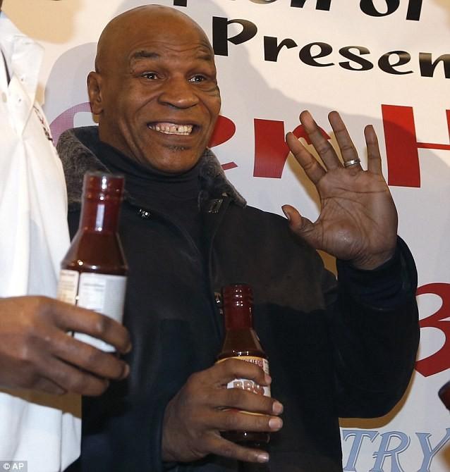 """15 năm sau vụ """"cắn tai"""", Mike Tyson làm lành với Evander Holyfield ảnh 4"""
